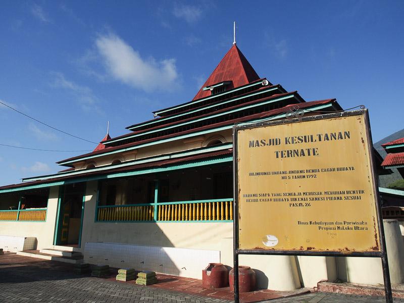 Masjid Kesultanan Ternate Destinasi Wisatawan Ramadan Harian Halmahera